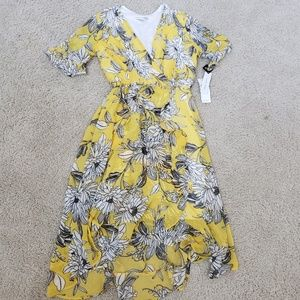 Floral dress. Beautiful yellow color size 4
